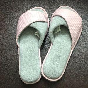 Dearfoams slippers NWOT